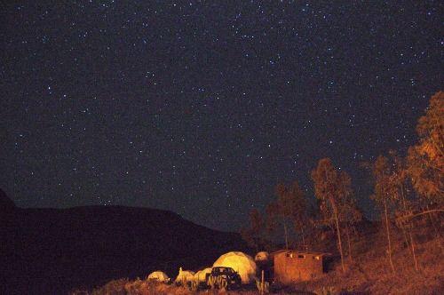 En la noche el paisaje es hermoso. Se pueden apreciar miles de estrellas.