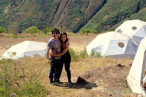Natalia y Mario. La pareja de colombianos felices de estar en el Pariacaca Camp.
